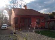 Izgradnja obiteljske kuće s podrumom te uređenje fasade i okućnice.